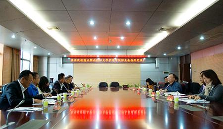 国立暨南国际大学管理学院师生来华中科技大学EMBA交流合作