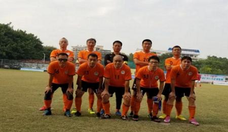华南理工EMBA足球队获得第三届华南EMBA足球联赛亚军!