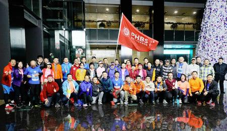 北大汇丰商学院第四次集中组织师生参加深圳国际马拉松