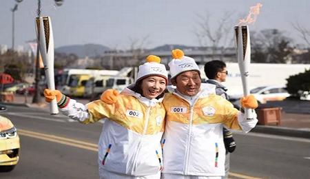3位清华EMBA校友参加2018平昌冬奥会圣火在韩国庆州传递