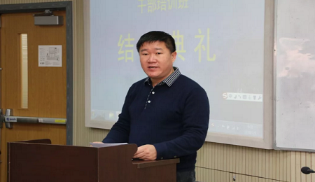 易平川代表学员在第40期天津大学新疆班结业典礼上发言