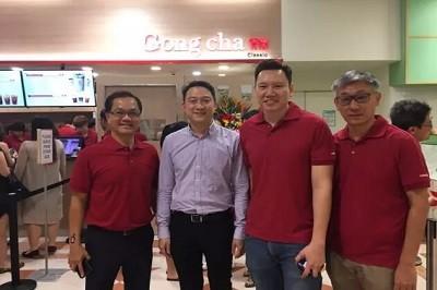 新国大EMBA校友企业动态 | 贡茶新加坡卷土重来 200多人新邮政中心店外彻夜排队