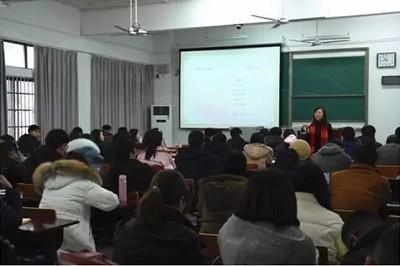 武汉大学EMBA新闻动态 | 副院长汪涛巡查专业学位研究生课堂
