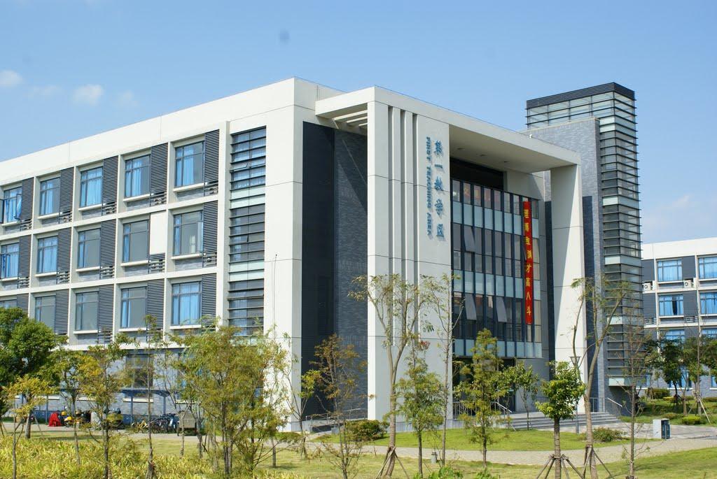 上海海事大学校园实景-上海海事大学图书馆