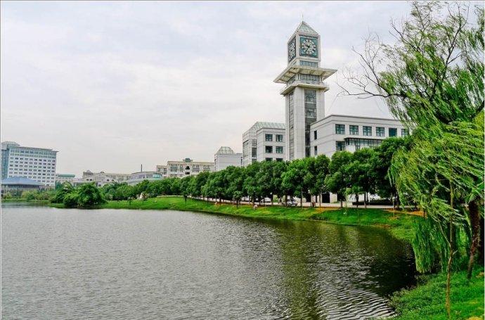 中南财经政法大学校园实景