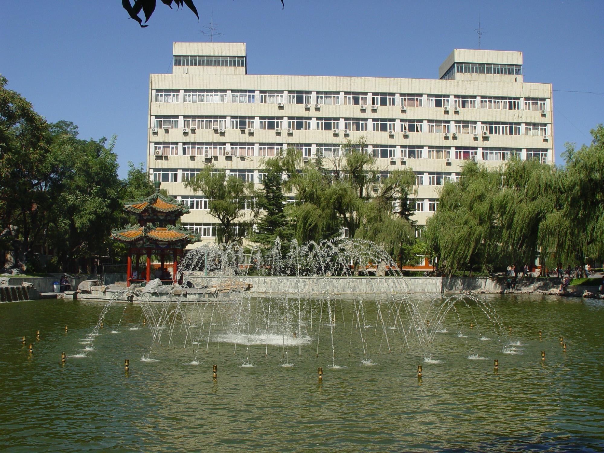 北京交通大学校园雕塑与喷泉