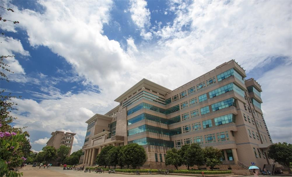 广西大学校园实景-