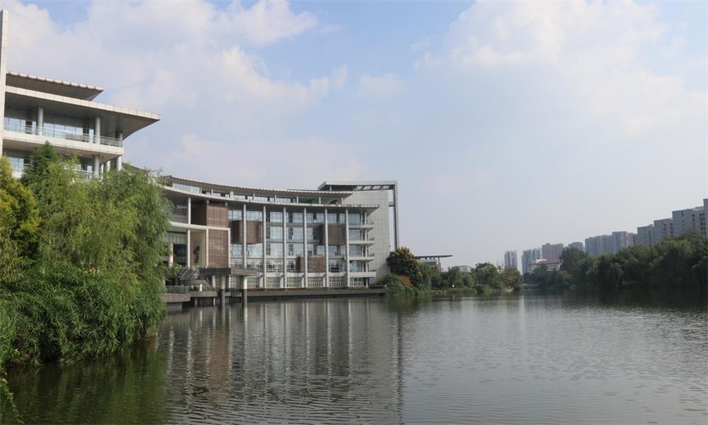 北京交通大学校园实景-北京交通大学校门
