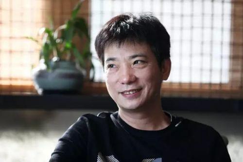 蔡文胜:摆过地摊卖过盗版靠投资域名身家百亿