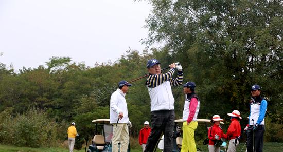 郑州大学EMBA首届秋季运动会暨高尔夫球赛开幕1.png