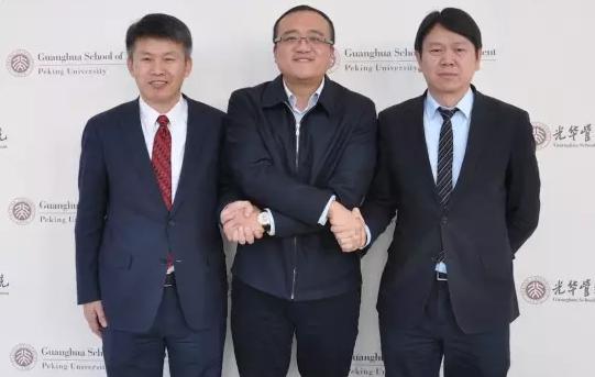 从左到右:蔡洪滨教授、冒大卫书记、刘俏院长