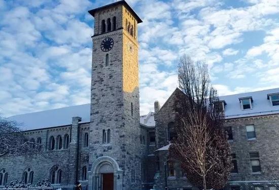 女王大学的标志性钟楼