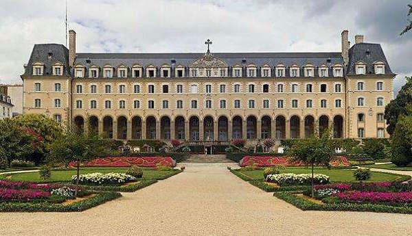 法国里昂商学院