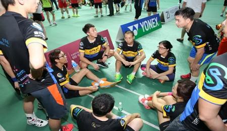 热烈庆祝厦门大学EMBA羽毛球队华东夺冠!