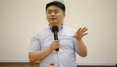"""复旦大学""""哲学小王子""""郁喆隽做客EMBA人文复旦讲座"""