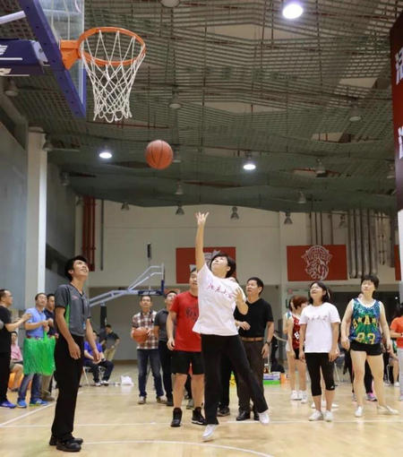北大汇丰EMBA篮球友谊赛