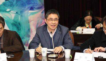 华东理工大学商学院院长阎海峰教授致辞