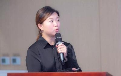 新加坡国立大学商学院招生老师栾静玮