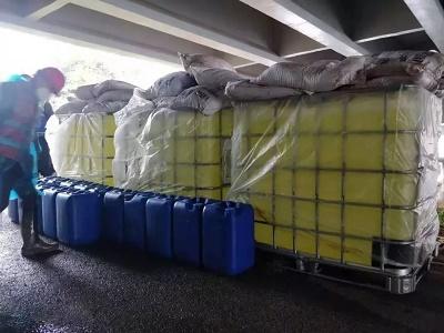 首批污水处理药剂等装备物资运抵火神山医院工地
